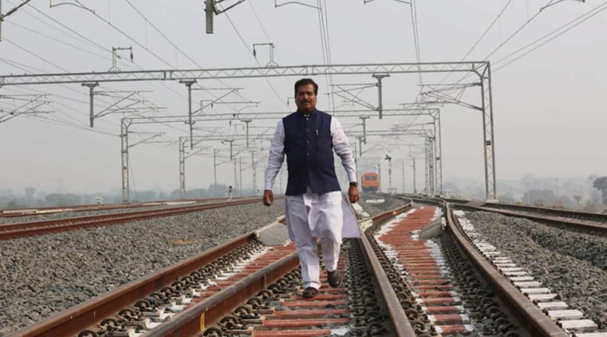Suresh Angadi passes away, Suresh Angadi covid 19, railways ministry mos suresh angadi dies, suresh angadi bjp mp, India news, Indian express