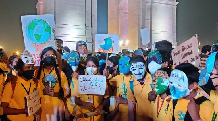 Delhi pollution: Protesters at India Gate demand government action