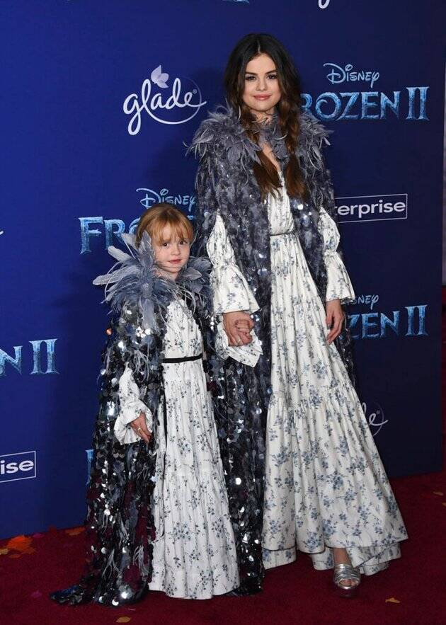 selena gomez with sister at frozen 2 premiere