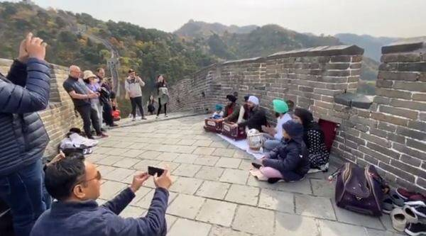 guru nanak jayanti, gurpurab 550, great wall of china, 550 guru nanak birthday, great wall china gurpurab kirtan, viral news, viral videos, indian express