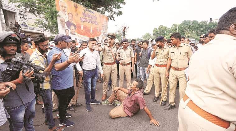 vadodara helmet rule, gujarat police, vadodara police helmet rule, gujarat news, gujarat motor vehicles act protest