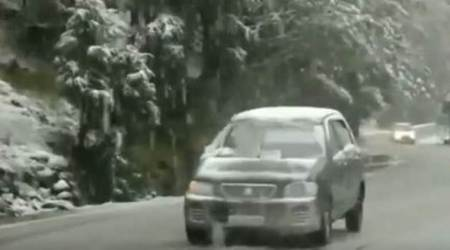 kashmir snowfall, first snowall of season, gulmarg snowfall, snowfall in kashmir, weather forecast, indian express, latest news, india news, weather news