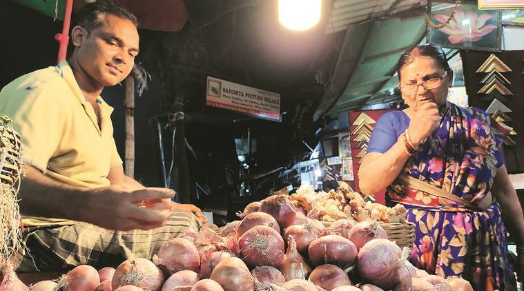 kolkata city news, onion prices, onion prices in west bengal, onion prices india, cyclone bulbul