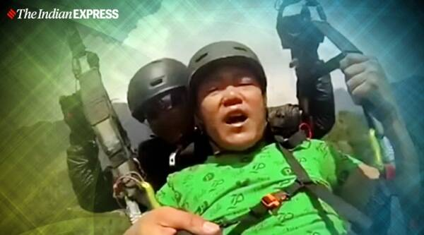 paragliding, land kara de, hilarious paragliding ride, funny paragliding video, Himachal Pradesh,Himachal Pradesh viral video, trending, indian express, indian express news