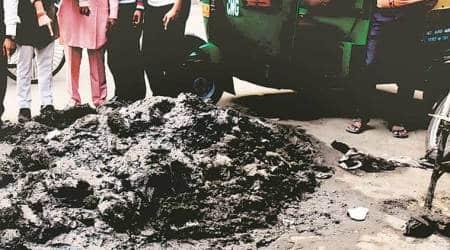 Delhi city news, Delhi Shakurpur Sanitation workers death, PWD sanitation worker death delhi, Shakurpur men die inside drain