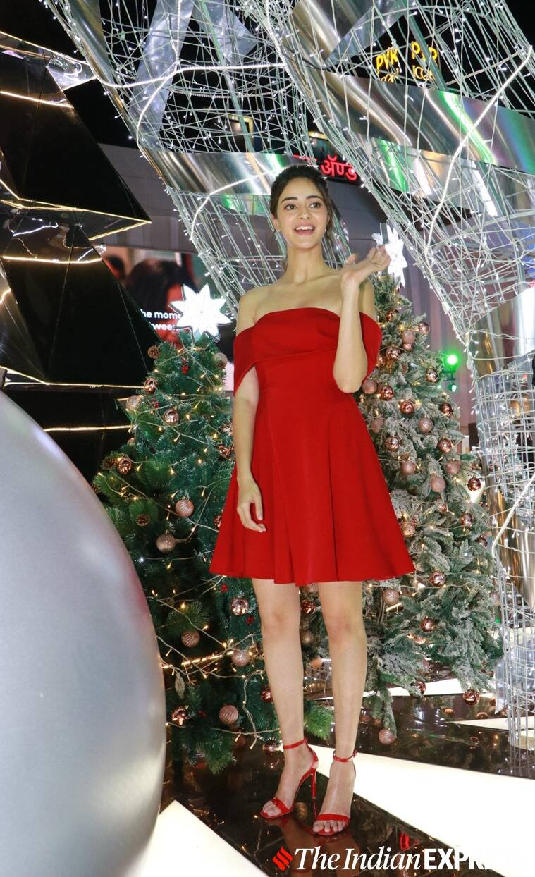 ananya panday latest photos, jahnvi kapoor latest photos, annaya pandey in red latest photos, jhanvi kapoor latest photos, bhaane anniversary latest photos, lifestyle, christmas outfits, indian express