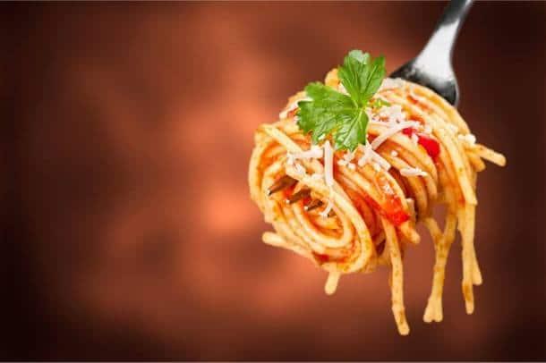 Types of pasta, pasta varieties, pasta recipes, easy pastas to make, pasta in white sauce recipe, pasta in red sauce recipe, easy pasta recipe, penne pasta recipe, fuscili pasta recipe, lasange recipe, macroni and cheese recipe, mac and cheese, spaghetti pasta recipes,