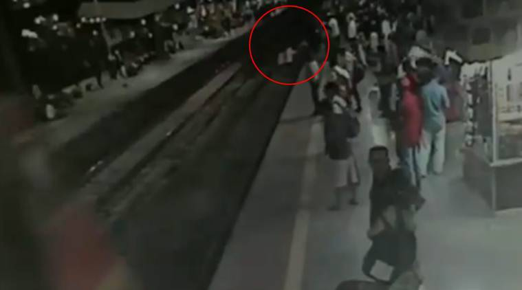 Watch | RPF jawan jumps on railway track to save passenger at Thane station