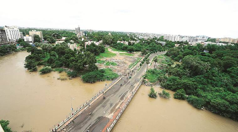 Vadodara news, Vadodara city news, Gujarat news, Vadadara Vishwamitri river, Vishwamitri river flooding, Vijay Rupani Gujarat, indian express news