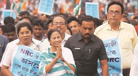 Case against 150 unidentified people after Left students 'gherao' Mamata