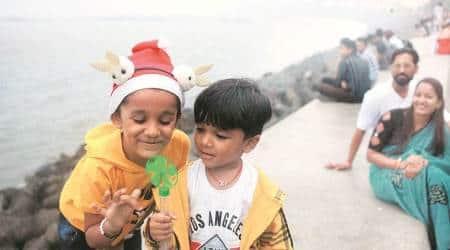 Mumbai wakes up to light rain, haze on Christmas; records 'poor' AQI