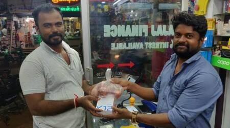 Tamil Nadu: At this store, buy a smartphone, get 1 kg onion free