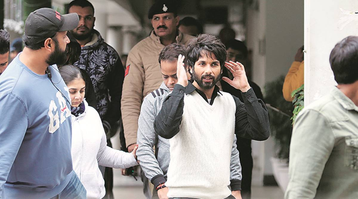 Shahid Kapoor's shooting holds to ransom scores of commuters ...
