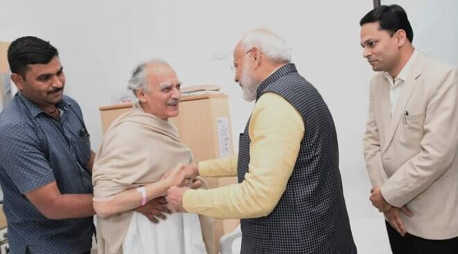 'Pray for his long and healthy life': PM Modi meets Arun Shourie at Pune hospital