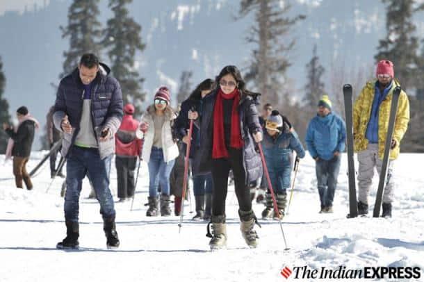 kashmir snowfall, jammu and kashmir, j&k news, kashmir latest news, kashmir weather, gulmarg snow, kashmir snow, kashmir snow photos, india news, indian express