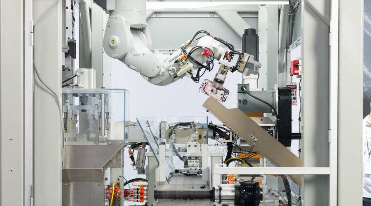 Apple pushes recycling of iphone with daisy robot