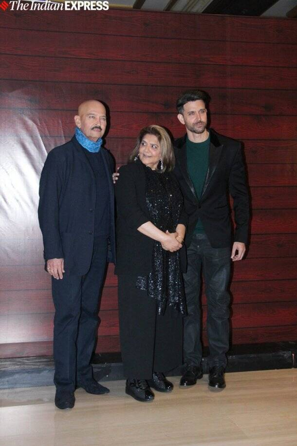 hrithik roshan with his parents at javed akhtar birthday party