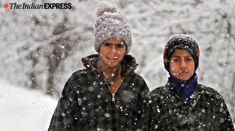 Kashmir news, Kashmir weather, Kashmir snowfall, Snowfall in Kashmir, Indian Express news