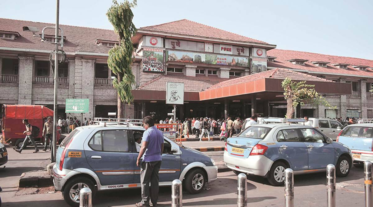 Pune railway station, blankets pillows sold at Pune station, covid disposable blankets, Pune news, Indian express news