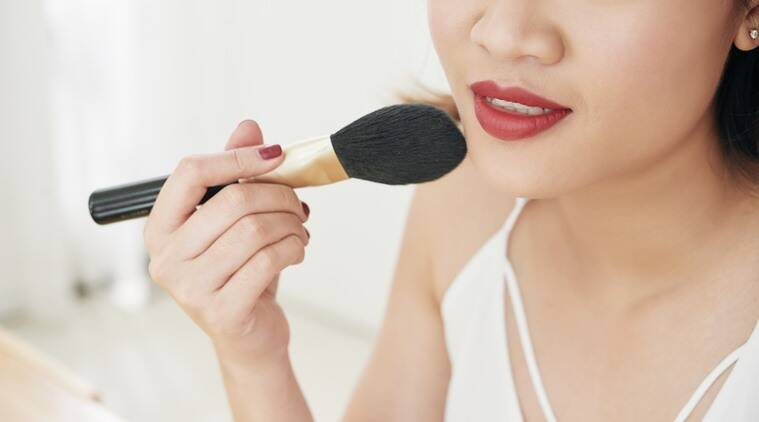 makeup tricks, makeup hacks, oily skin makeup tips, oily skin, how to make foundation last longer, indian express, lifestyle