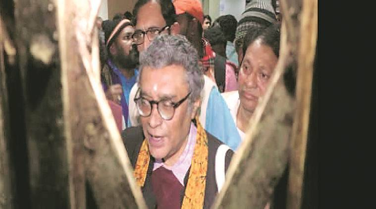 Protesting students from Visva Bharati confine BJP's Swapan Dasgupta to room for hours