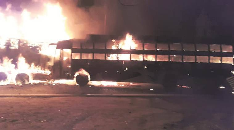 up bus fire, up bus catch fire, kannauj bus fire, kannauj bus truck collision fire, uttar pradesh, up news, latest news, indian express