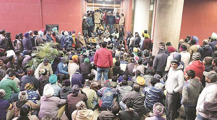 parking employees attacked in Chandigarh, former sarpanch attacks parking employees in chandigarh, former sarpanch fight at chandigarh parking space, chandigarh city news
