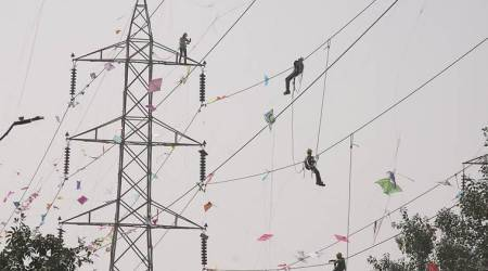 Man dies while clearing kite from transformer