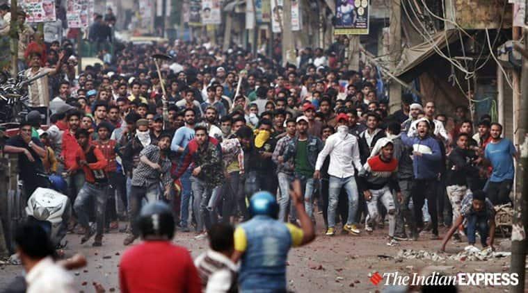 stone pelting, jaffrabad, jaffrabad stone pelting, babarpur stone pelting, jaffrabad protests, shaheen bagh, caa protests, nrc, delhi news, indian express