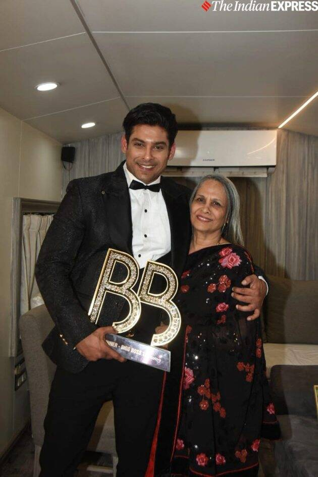 Sidharth Shukla with mother Bigg Boss 13 finale