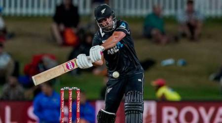 Colin de Grandhomme's late carnage helps New Zealand beat India by 5 wickets, clean sweep series by 3-0