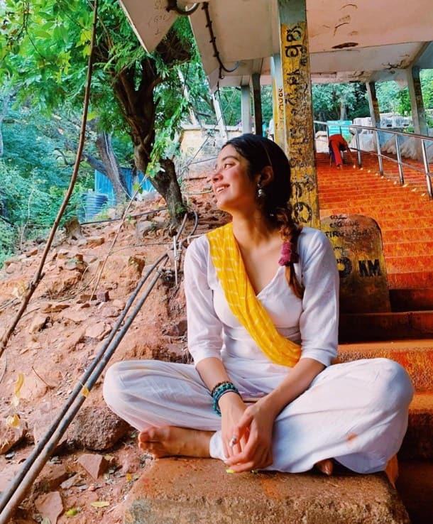 janhvi kapoor tirupati photos