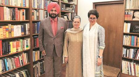 Navjot Singh Sidhu meets Sonia Gandhi, Priyanka in Delhi, says 'got patient hearing'