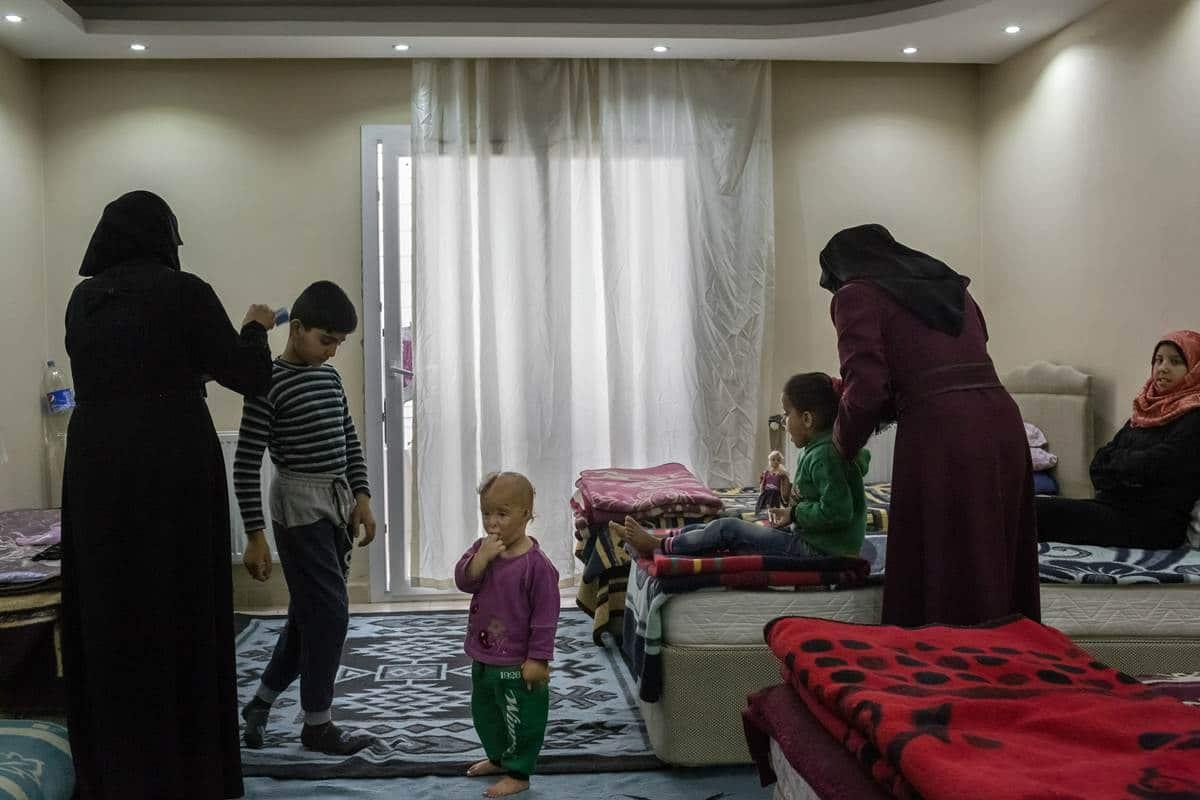 9 children freeze to death in largest exodus of Syrian war