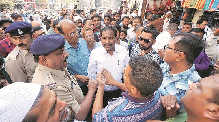 Tension during Vadodara Municipal Corporation's drive to remove encroachments