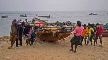 Gujarat: 63 fishermen and 11 boats caught by Pak in a week