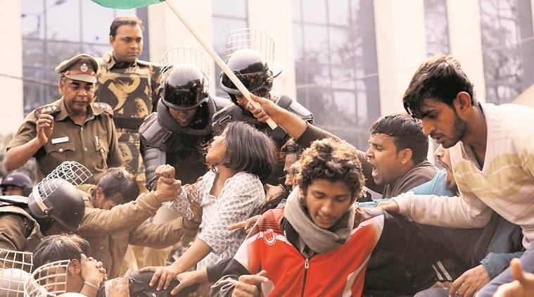Delhi: 9 detained after police stop Jamia protesters from Parliament march