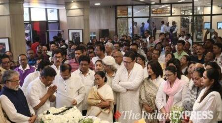 Mamta Banerjee, Partha Chatterjee and others attend Tapas Paul's funeral