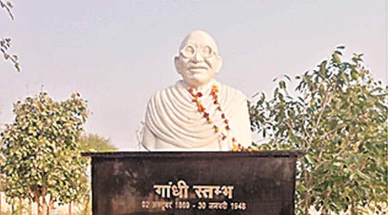 Madhya Pradesh, Madhya Pradesh news, Mahatma Gandhi bust Madhya Pradesh govt college, Gandhi bust resembling Ben Kingsley, Kamal Nath, indian express