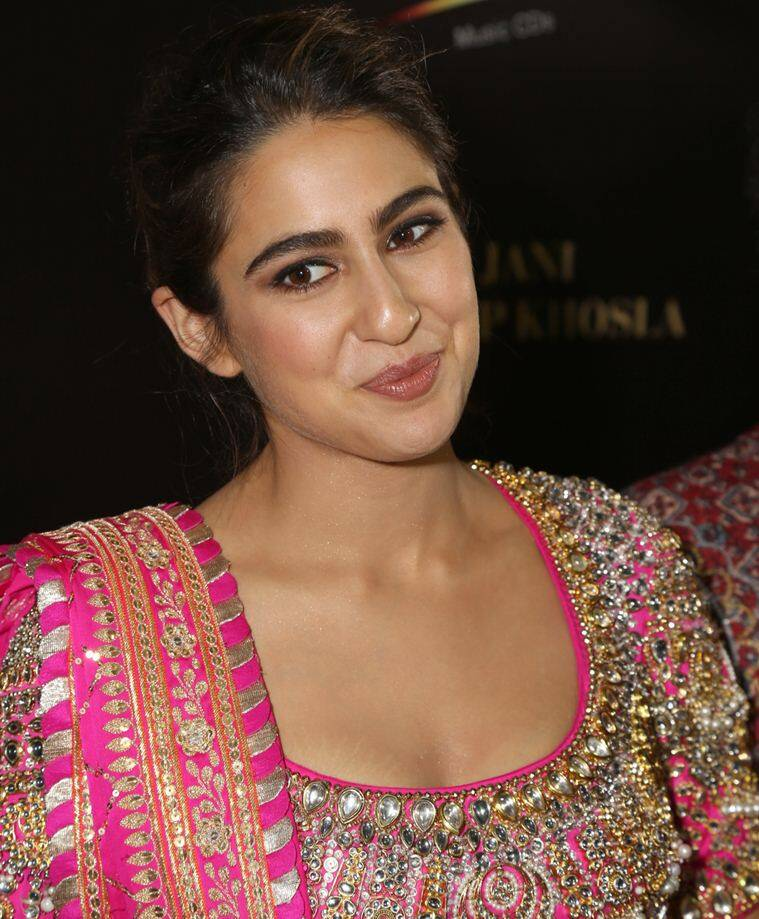 Sara ali khan, sara ali khan abu jani sandeep khosla fashion show, sara ali khan weight loss tip, sara ali khan white salwar kurta pictures, sara ali khan interview, sara ali khan pictures, indian express news