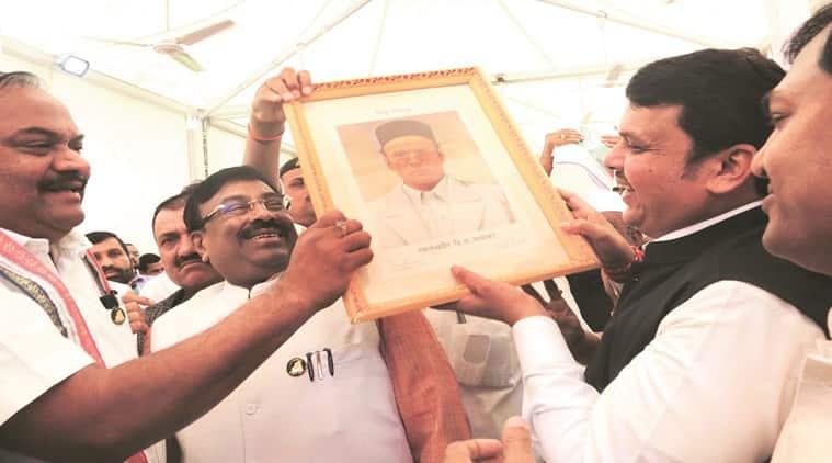 maharashtra assembly chaos, BJP sarvakar honour, shiv sena maharashtra, BJP maharashtra, congress maharashtra, hindutva, Masharashtra news, uddhav thackeray, Indian express news, lates news