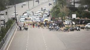 Road at Shaheen Bagh opened by group of protesters, blocked again