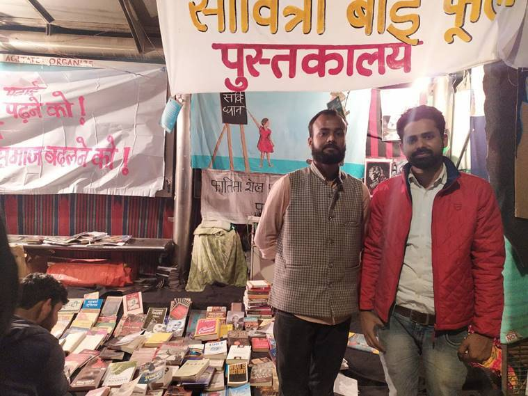 shaheen bagh, shaheen bagh library, shaheen bagh caa protests, protesters reading at shaheen bagh library, Fatima Sheikh-Savitri Bai Phule Library, citizenship amenment act, indian express