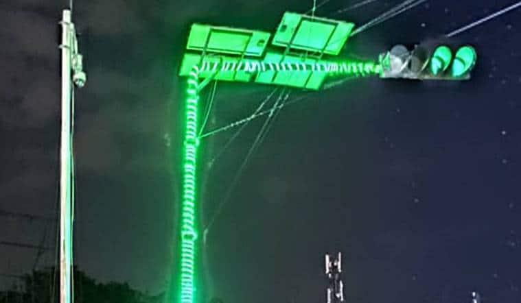 Bangalore-traffic-signal-strip-LED-light