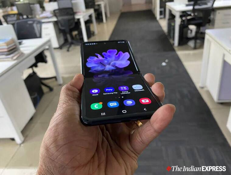 Samsung Galaxy Z Flip, Galaxy Z Flip, Galaxy Z Flip review, Galaxy Z Flip vs Motorola Razr, Galaxy Z Flip specs, foldable smartphones to buy in India