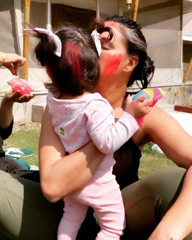 neha dhupia with daughter