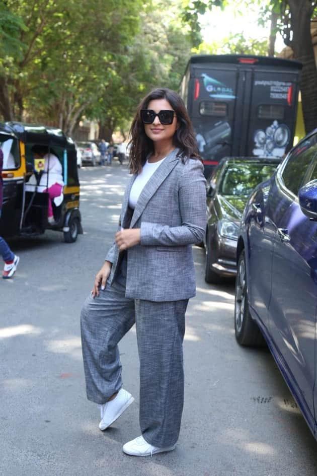 pantsuit trends, pantsuit style ideas, best pantsuit, pantsuit design ideas, sonam kapoor,kareena kapoor latest photos, indian express news, pantsuit trends