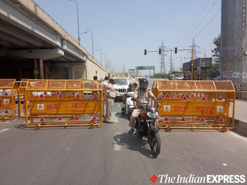 Delhi Police close arterial roads near border, turn away migrant workers