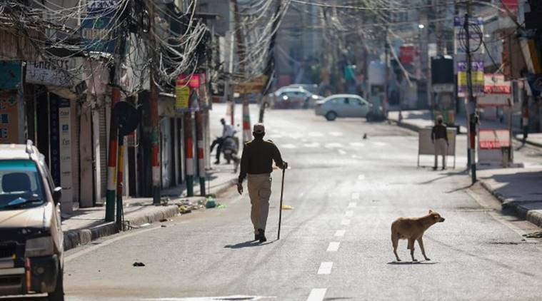 Cop turns good samaritan, buys food for kin of slain personnel
