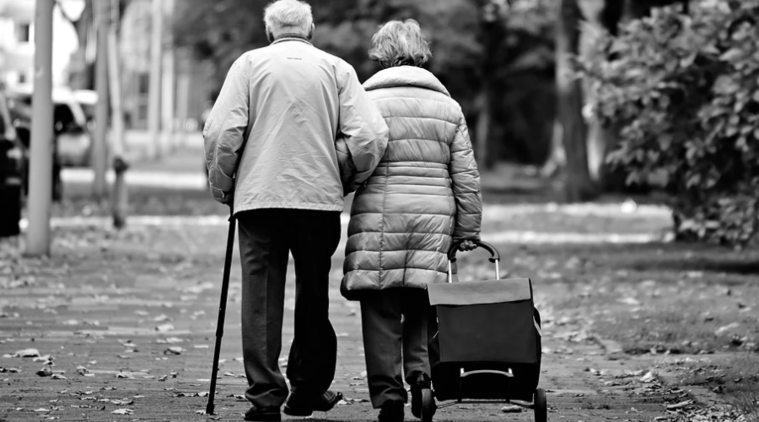 Tech for elderly, how to introduce tech to your parents, coronavirus and elderly, tech tips to live senior connected
